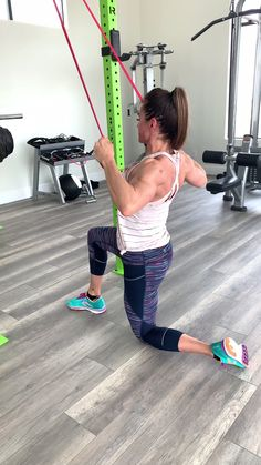 Build a strong back with this upper body workout routine Fitness Workouts, Fun Workouts, At Home Workouts, Total Gym Workouts, Zumba Fitness, Sixpack Workout, Dumbbell Workout, Workout Exercises, Resistance Workout