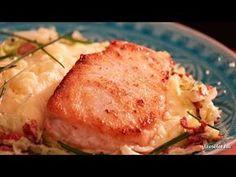 Harcsafilé kelkáposztával és krumplipürével - Videók   Ízes Élet - Gasztronómia a mindennapokra Jamie Oliver, Camembert Cheese, Potato Salad, Mashed Potatoes, Food And Drink, Meat, Chicken, Ethnic Recipes, Whipped Potatoes