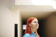 Karla Nieminen muistuttaa, että jos haluaa tutustua ihmisiin, täytyy uskaltaa avata suunsa.