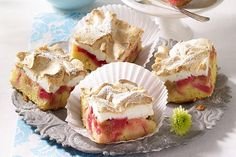 Rhabarberkuchen mit Baiserhaube Rhubarb cake with meringue topping Recipe: A fruity fruit cake with rhubarb and meringue – one of delicious, safe recipes from Dr. Meringue Topping Recipe, Baking Recipes, Cake Recipes, Cheesecake, Rhubarb Cake, Cake Tins, Food Cakes, Macaroons, Bakery