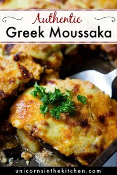 Greek moussaka is a classic comfort food of the Mediterranean region. This step by step moussaka recipe will show you how easy it is to make this eggplant casserole. Veggie Dishes, Vegetable Recipes, Food Dishes, Vegetarian Recipes, Cooking Recipes, Healthy Recipes, Moussaka Recipe Vegetarian, Healthy Food, Vegetable Drinks
