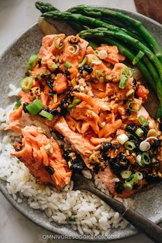 The steamed salmon is cooked until tender and moist and the asparagus perfectly done. The dish takes no time to set up and cook. Salmon Recipes, Fish Recipes, Seafood Recipes, Indian Food Recipes, Asian Recipes, Healthy Recipes, Chinese Recipes, Ethnic Recipes, Healthy Food