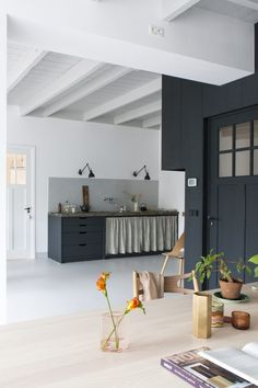 The Unfitted Kitchen: 14 Deconstructed Spaces