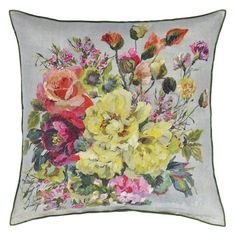 A glorious cluster of multi colored painterly hydrangeas, poppies and peonies form the focal point for this stunning decorative pillow. Plain Cushions, Floral Cushions, Wallpaper Samples, Fabric Wallpaper, Designers Guild, Hydrangea Colors, Hydrangeas, Painting Studio, Buy Fabric