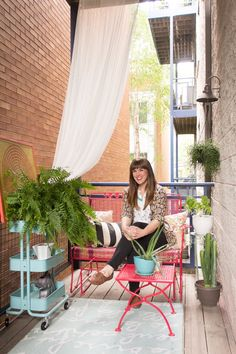 Get Psyched for Spring: 15 Inspiring Outdoor Spaces from Our House Tours (Apartment Therapy Main) One Bedroom Apartment, Apartment Living, Apartment Therapy, Apartment Backyard, Chicago Apartment, Dream Apartment, Living Room, Small Balcony Garden, Small Patio