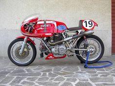Ducati Classic Racer - gotta love a round case Desmo