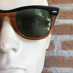 Nice find today at flea market, rare bicolor vintage ray-ban wayfarer  #rayban #wayfarer #vintageeyeglass #vintagesunglasses#raybanusa #raybanwayfarer #raybanusa #rarecolor#vintagelife#vintagelove #vintagelover #sunglassescollector #sunglasses