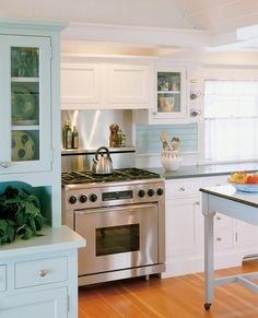 Chappaquiddick Beach Cottage > Hutker Architects, Interiors by Susan Bielski — Martha's Vineyard, Cape Cod and Nantucket