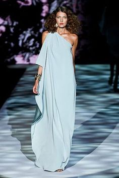 If you love the classic style of Audrey Hepburn and other mid-century classic Look Fashion, Fashion Show, Womens Fashion, Elegant Dresses, Pretty Dresses, Dress Skirt, Dress Up, Beautiful Gowns, Dream Dress