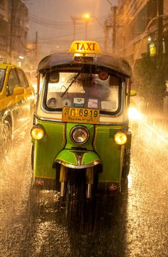 Tuk tuk by Sergey Kozhevnikov on 500px - On a rainy day in Bangkok, Thailand