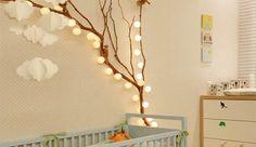 Ein-reizendes-Kinder-und-Babyzimmer-gestalten-mit-Zweigen-und-Lichterkette - fresHouse