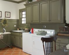 Traditional Laundry Room by Doreen Schweitzer Interiors, Ltd. Sussex Green paint by Benjamin Moore on custom cabinetry and beadboard Green Cabinets, Wood Cabinets, Cupboards, Primitive Laundry Rooms, Primitive Decor, Laundry Room Cabinets, Laundry Room Design, Dining Room Sets, My Living Room
