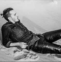 Men in leather pants Mens Leather Pants, Biker Leather, Black Leather, Motard Sexy, Leather Fashion, Mens Fashion, Hommes Sexy, Denim Shirt, Sexy Men