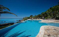 1. Hotel Villa Honegg, Suíça Situado no Monte Bürgenstock, no coração dos Alpes suíços, o hotelvista para as montanhase um belo lago. Apiscina de borda infinita oferece um ambiente especial para relaxar e curtir o visual Foto: Divulgação