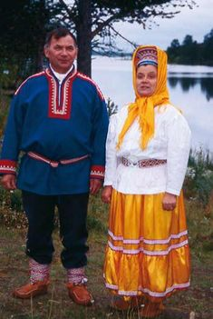 Skolt Saami man and woman. The Skolt Saami number about 1250 and live in Norway, Finland and Russia, although most of the 400 speakers of the language live in Finland. Europe, Cultural Diversity, Folk Costume, World Cultures, Historical Clothing, Samara, Traditional Dresses, Dance Costumes, Russia