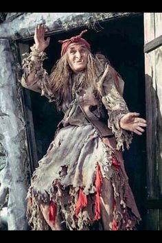 Georgi Millar - beloved Baba-Yaga of our childhood . And the best Baba-Yaga of all time! Halloween Clay, Easy Halloween Crafts, Halloween Witches, Elfen Fantasy, Fantasy Art, Spirit Ghost, Hansel Y Gretel, Troll, Russian Culture