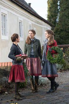modest dresses winter best outfits - Bavarian Dirndl - The Fashion Modest Dresses, Modest Outfits, Modest Fashion, Elegant Dresses, Casual Dresses, Cute Dress Outfits, Cute Dresses, Fall Outfits, Style Russe