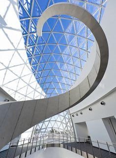 """Located on a peninsula between Tampa Bay and the Gulf of Mexico, Florida's St. Petersburg – a city that has earned the nickname """"God's waiting room"""" for its popularity as a place of retirement – is perhaps not the first place you'd imagine much in the way of culture, let alone ground-breaking architecture. Yet, housing the largest collection of Salvador Dalí's work outside of Europe, the newly opened Dalí Museum replaces the original 1982 museum with a breath-taking 68,000-square-foot…"""