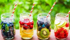 Check out these detox water recipes that'll keep you healthy. Now stay hydrated with these weight loss water recipes. Republic World brings to you the best detox water recipes which will help you lose weight and stay fit! Best Detox Diet, Detox Diet Recipes, Healthy Detox, Healthy Drinks, Healthy Snacks, Easy Detox, Stay Healthy, Healthy Water, Drink Recipes