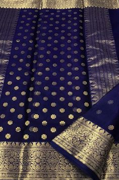 Pakistani Fashion Casual, Indian Fashion, Women's Fashion, Saree Blouse Patterns, Saree Blouse Designs, Saree Floral, Marathi Bride, Khadi Saree, Bridal Silk Saree