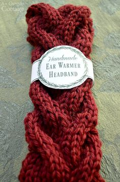 Free Printable Gift Labels for Easy Knitted Cable Headbands {+ Cable Tutorial} : Free printable gift labels wrap around quick-knitted cabled headband ear warmers – a great handmade gift option for girls of all ages. Love Knitting, Knitting Blogs, Knitting Patterns Free, Knitting Ideas, Knitting Projects, Easy Knitting, Crochet Projects, Crochet Patterns, Templates Printable Free