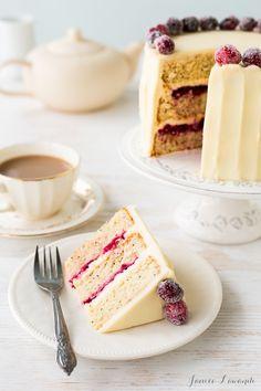 Cranberry cardamom cake with cream cheese frosting - Desserts Baking Recipes, Cake Recipes, Dessert Recipes, Just Desserts, Delicious Desserts, Yummy Treats, Sweet Treats, Cardamom Cake, Italian Cream Cakes