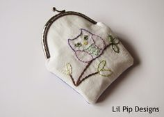 Lil Pip Designs: Lil Pip Sew Box Purse - with hand stitching Frame Purse, Foxes, Hand Stitching, Coin Purse, Hands, Wallet, Purses, Sewing, Metal
