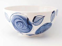 Simple moderna rosas azul Delft mano bol cerámica pintado de