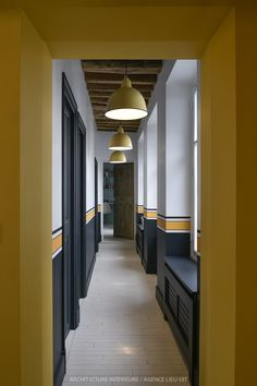 Près de Paris – Prenons le temps She is very pretty this house: Excellent week Sorry, no post Sunday but … Commercial Design, Commercial Interiors, Casa Milano, Half Painted Walls, Hotel Corridor, Flur Design, Colour Architecture, Hallway Designs, Home Staging