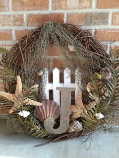 Unique Summer Wreath Ideas For Front Door 34 Coastal Wreath, Nautical Wreath, Seashell Wreath, Seashell Crafts, Beach Wreaths, Sea Crafts, Wood Wreath, Frame Wreath, Grapevine Wreath