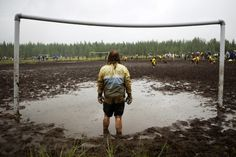 Swamp Soccer Championships 2011 at Hyrynsalmi, Finland Awesome event and party Football Odds, Football Pitch, Football Art, Football Stadiums, School Football, Street Football, Soccer Memes, Football Memes, Nostalgic Pictures