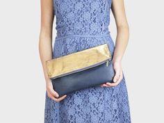 Foldover-Tasche Finja mit Umhängekette – Gold | Blau | Foldover Finja | Umhängetaschen | TASCHEN | lille mus