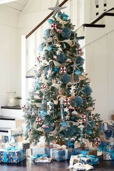 Pottery Barn - Oceanside Christmas Tree - Ocean Decor #OceanChristmas #RusticChristmastree #Christmastree #DIYChristmas #diychristmastree #ChristmasTreeIdeas #potterybarn #afflink #ad #mountainsandmosslife