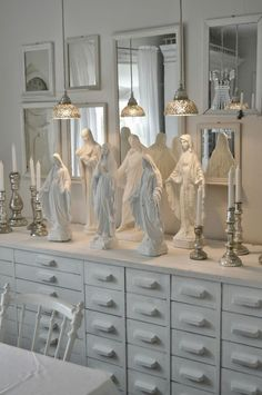 Religious Statues painted white The Best of shabby chic in - Interior Design Fans Religious Icons, Religious Art, Home Altar Catholic, Madonna, Prayer Corner, Shabby Chic, Prayer Room, White Decor, Decoration
