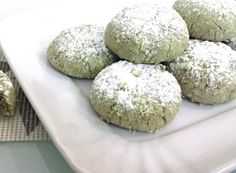 I biscotti morbidi al pistacchio sono una delizia irresistibile, una ricetta ispirata alla tradizione siciliana. Per ottenere un risultato eccellente utilizzate la pasta di pistacchio di ottima qualità.