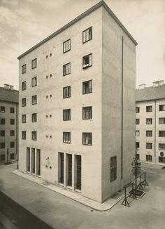 design-is-fine:Josef Hoffmann, Klose-Hof, Volkswohnhaus, 1924-25. Vienna. Photo: Julius Scherb. Landesmuseum Oldenburg.