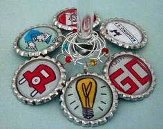 Clever idea for your wine for Monopoly parts Monopoly Crafts, Monopoly Party, Monopoly Theme, Monopoly Pieces, Cork Crafts, Diy Arts And Crafts, Diy Craft Projects, Bottle Cap Jewelry, Bottle Cap Art