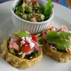 Sopes-my favorite! Flores we need to do these soon! Bite Size Appetizers, Bite Size Desserts, My Favorite Food, Favorite Recipes, Best Mexican Recipes, Mexican Cooking, Mexican Dishes, Sweets Recipes, Food Cravings