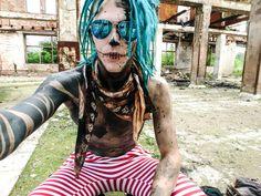 Beach Day in the Wasteland 🌴 🍹 🐳 🌞  #wastelandwarriors #wasteland #endzeit #postapocalyptic #wackenopenair #wacken #dreads #dreadstyles #tattoo #tattoomodel #fetishmodel #modding #blackwork #blackink #beach #beachclub #lostplaces #abandoned