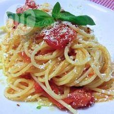 Spaghetti met ui, tomaat en basilicum @ allrecipes.nl