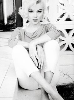 If there was ever a lady today that set my heart with wings to fly it wouldn't be any other lady other than Marilyn Monroe. <3 D.E.S.