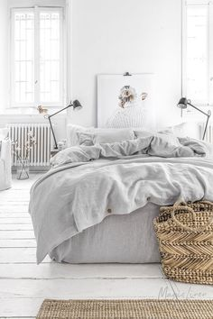 gray bedroom with pop of color Linen duvet cover set in light gray color. Refresh the look of your bed with this linen bedding set featuring a duvet cover and two regular st Linen Duvet, Bed Linen Sets, Bed Sets, Linen Pillows, Duvet Sets, Duvet Cover Sets, Linen Fabric, Bed Linens, Grey Duvet Covers