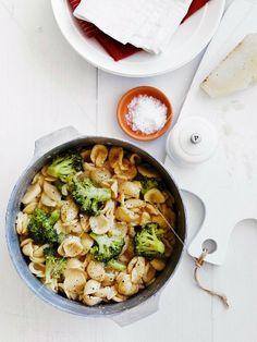 Orecchiette mit Brokkoli, Chili und Pecorino