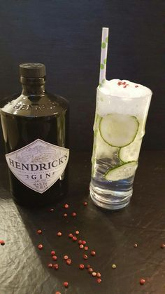 Gin & tonic with cucomber foam.