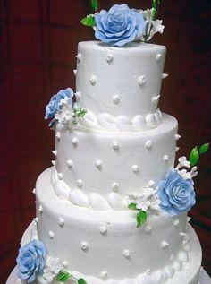 we ❤ this!  itsabrideslife.com #buttercreamweddingcake