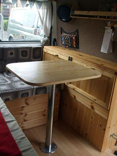 vw bus ausbau mit paletten pallets ausziehbares bett. Black Bedroom Furniture Sets. Home Design Ideas