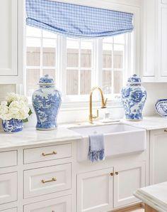 Decor Inspiration for Our New House - Lemon Stripes Cocina Shabby Chic, Kitchen Design, Kitchen Decor, White Decor, Beautiful Space, Home Kitchens, Kitchen Remodel, Sweet Home, New Homes