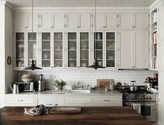 Beautiful Vintage Inspired New York Brownstone of Nina Persson - Gravity New York Brownstone, Brownstone Interiors, Brownstone Homes, Kitchen Interior, New Kitchen, Kitchen Dining, Kitchen Cabinets, White Cabinets, Dining Rooms