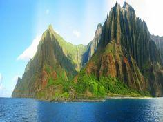 Dramatic Hawaiian scenery: Na Pali Coastline.