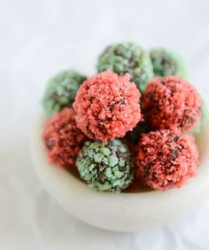 pop rocks truffles I howsweeteats.com Hmmmm, didn't like the pop rocks in champagne, but got to try this.